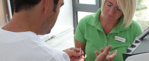 Behandlung Zahnarztpraxis Karcher & Kollegen